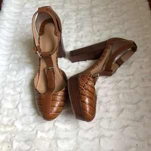 Uterque Brown T-Strap Leather Heels